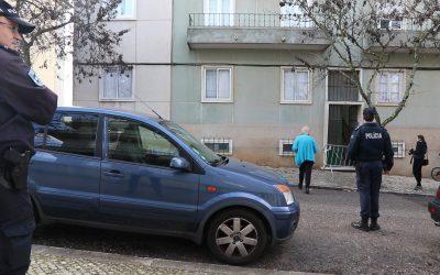 Moradores de prédio evacuado em Santarém aguardam por resultado de monitorização