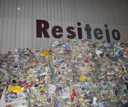 Resitejo suspende recolha de papel, cartão e filme nos estabelecimentos comerciais