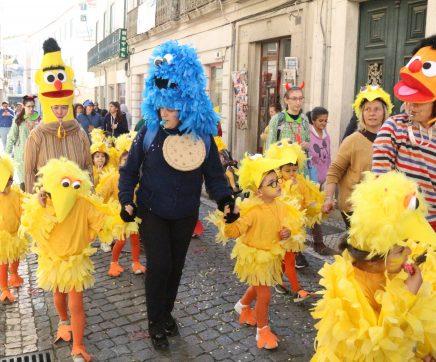 VÍDEO   Carnaval junta milhares de crianças no Centro Histórico de Santarém
