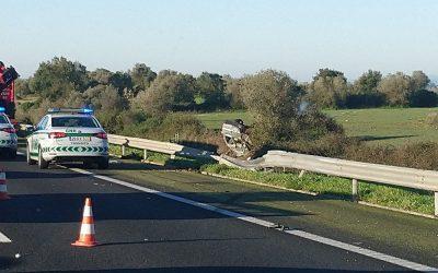 Colisão entre três viaturas provoca três feridos na A1
