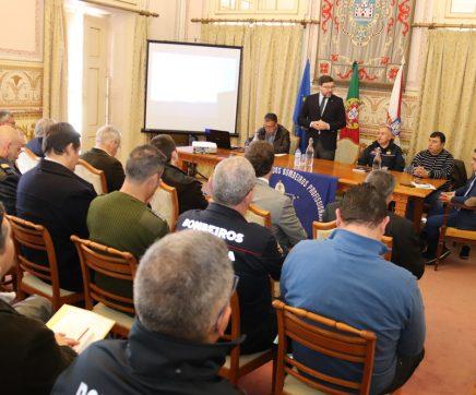 Comandantes dos bombeiros profissionais reúnem na Câmara de Santarém