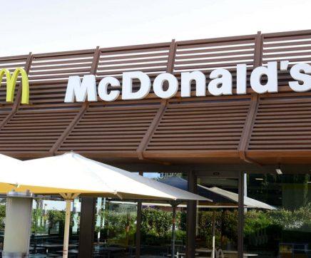 Restaurante de 'fast-food' oferece refeições aos profissionais de saúde