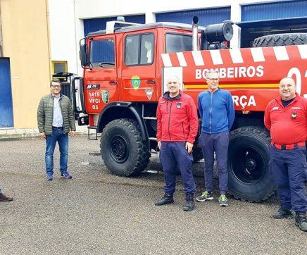 Bombeiros de Alpiarça reforçam efectivo e recebem viatura de combate a incêndio renovada