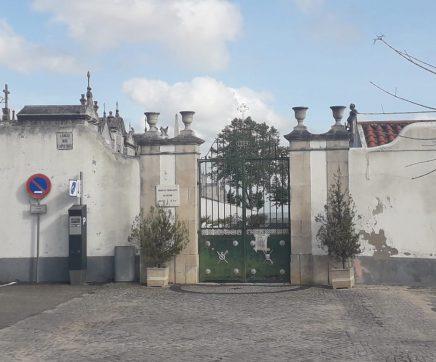 Cemitério dos Capuchos aberto no Dia de Finados mas com regras apertadas