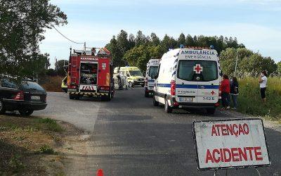 Um morto e quatro feridos em colisão entre dois veículos ligeiros