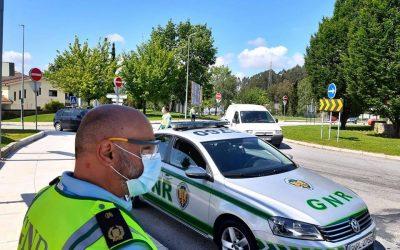 Homem de 25 anos identificado por vandalismo em veículos automóveis