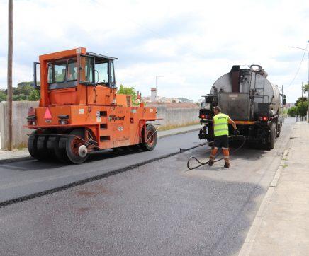 Obras de repavimentação da Rua Jorge de Sena já arrancaram