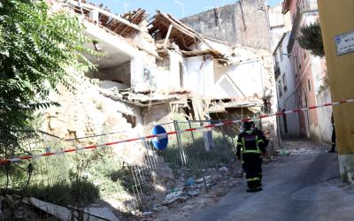 Perigo de derrocada de casa devoluta fecha rua no Centro Histórico de Santarém