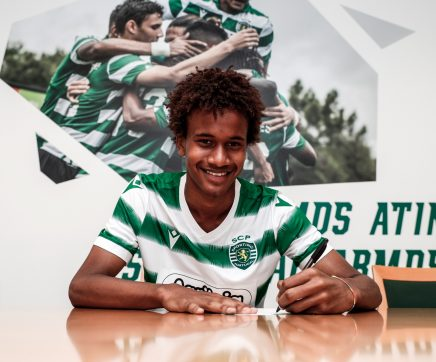 Jovem futebolista de Almeirim assina contrato profissional com o Sporting CP
