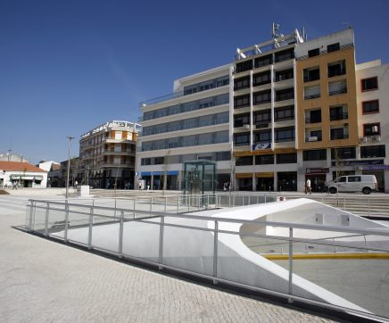 Parque de estacionamento subterrâneo do Cartaxo encerrado para limpeza