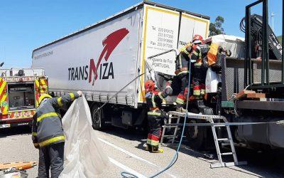 Colisão entre dois camiões provoca um ferido grave no IC2