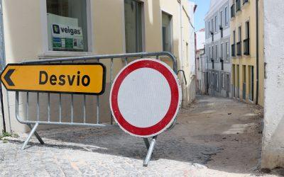 Águas de Santarém investe cerca de 30 mil euros na repavimentação da Rua 15 de Março