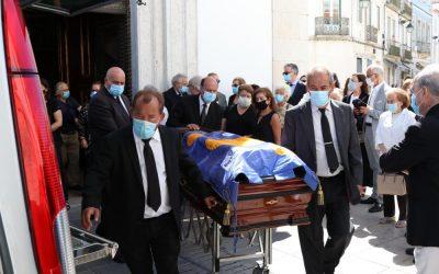 FOTOS | Familiares e amigos prestam o último adeus a Joaquim Veríssimo Serrão