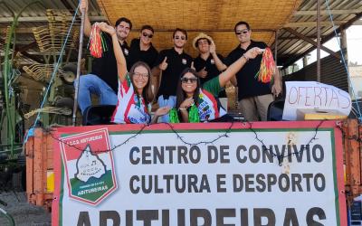 Grupo de jovens percorre ruas de Abitureiras para manter viva a tradição