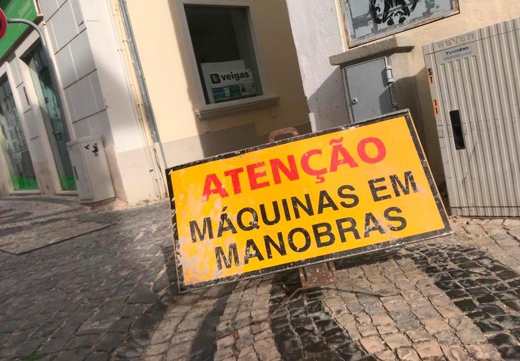 Rua 15 de Março alvo de trabalhos de pavimentação em calçada