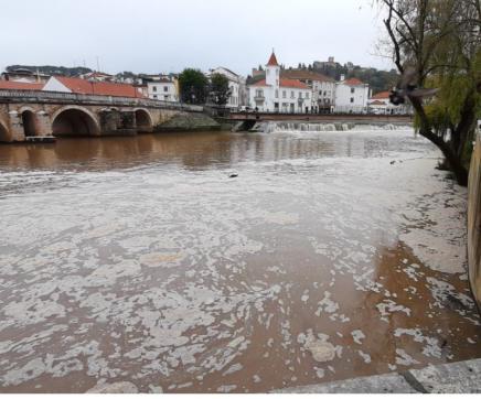PSP investiga origem de descarga poluente no Rio Nabão